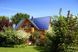 26 φωτοβολταικα σκεπη Fot 330x220 Εξοικονόμηση κατ οίκον: οι αιτήσεις ξεπερνούν τις 1.500 την εβδομάδα