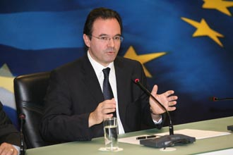 14 papakonstantinou2 news 330x2201 Συνάντηση της πολιτικής ηγεσίας του ΥΠΕΚΑ με τους Δημάρχους των ενεργειακών Δήμων της χώρας